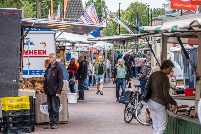 De weekmarkt van Cuijk, nog even in de Zwaanstraat.