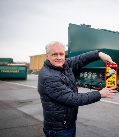 Ergernis bij Twentse transporteurs over ondoordachte Franse sticker tegen dodehoek