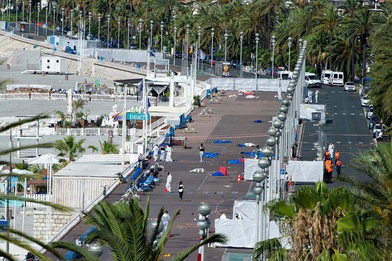De Promenade des Anglais in Nice, de dag na de aanslag. 86 mensen lieten het leven. Beeld epa