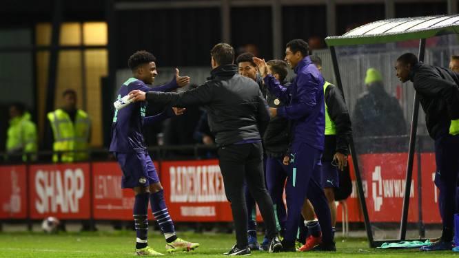Hattrick voor Dante Sealy bij Jong PSV, dat trainer Gertjan Verbeek in Almere nog meer problemen bezorgt