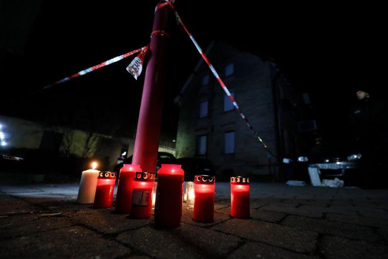 Kaarsen zijn neergezet voor De Duitse Keizer.  Beeld EPA