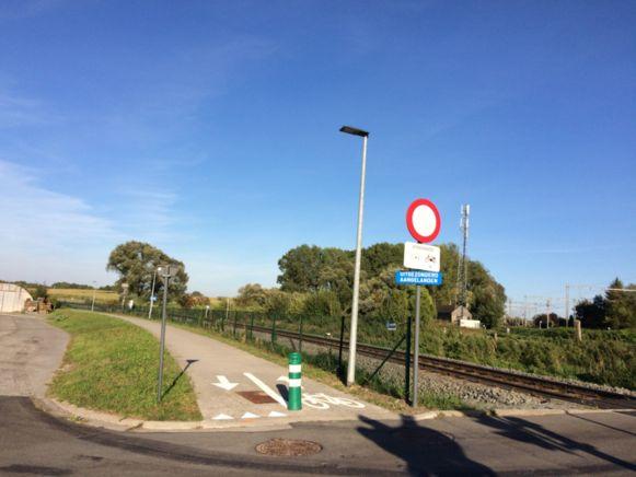 Het fietspad dat start aan de Ninovestraat in Burst wordt doorgetrokken van in de Loskadestraat tot op de Rooseveltlaan, Grote Ommeganglaan en Zadelweg tot aan het crematonrium in Aalst.