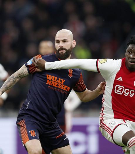 Onzekere tijden voor voetballers zonder contract: 'Ook de clubs wachten af'