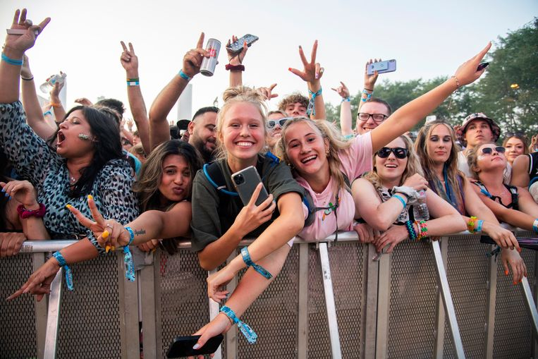 Festivalgangers dit weekend in Chicago - waar het al wel is toegestaan. Beeld Amy Harris/Invision/AP