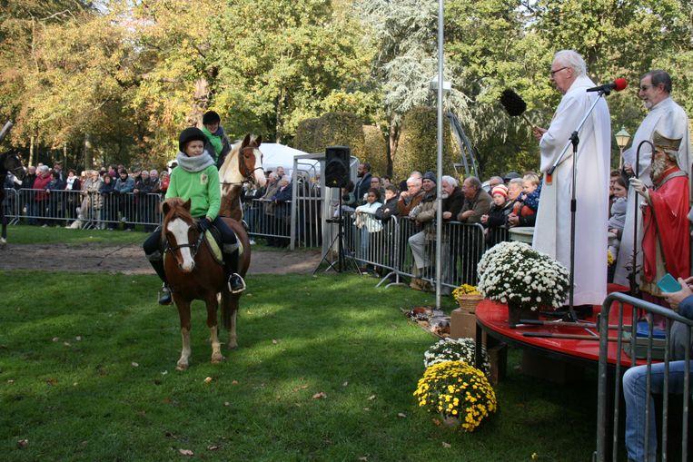Niet enkel paarden maar ook alle andere viervoeters kregen een zegening van pastoor Cleymans.