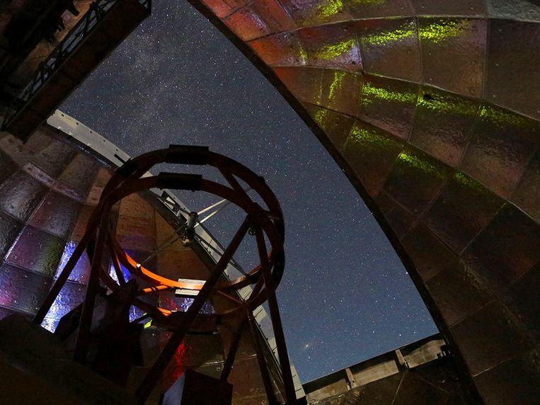 Vanuit Hawaï zal de NASA met een infrarood telescoop de passerende asteroïde observeren. Beeld AFP