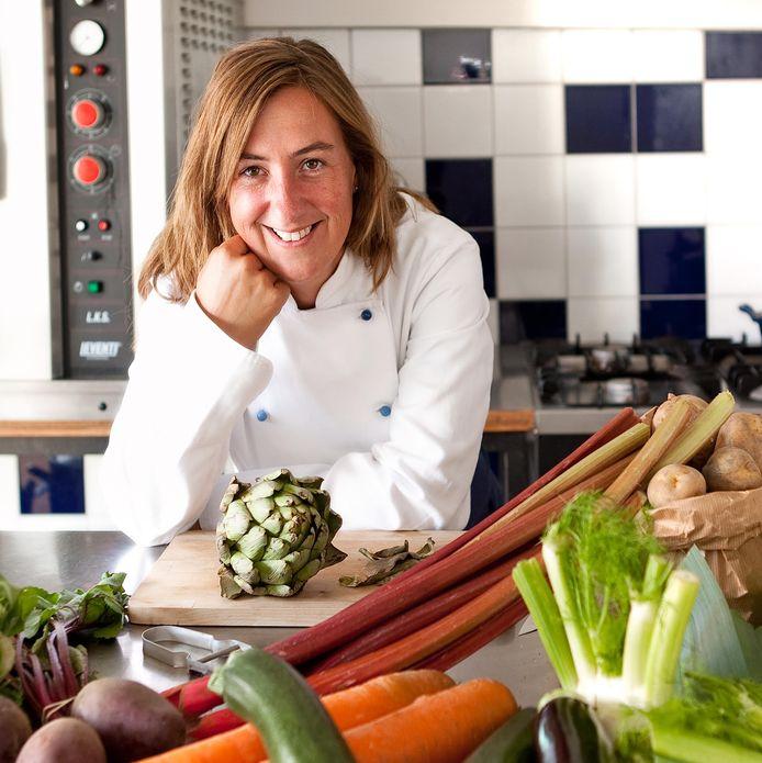 Jolanda van Dongen in haar kookatelier Betty Blue in Gouda.