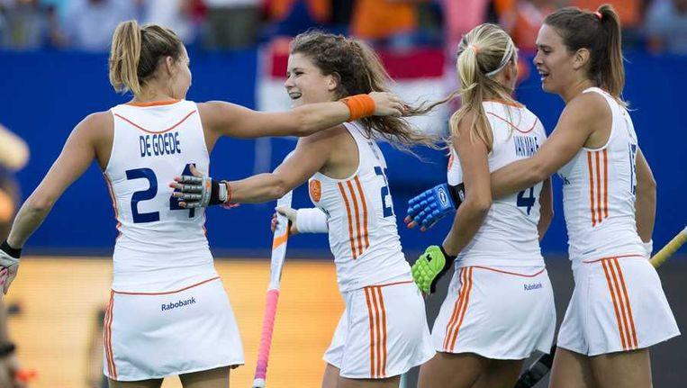 Roost Drost (tweede van links) heeft Oranje op 2-0 gezet. Beeld anp