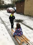 Ook sneeuwpret met de slee in Woensel.