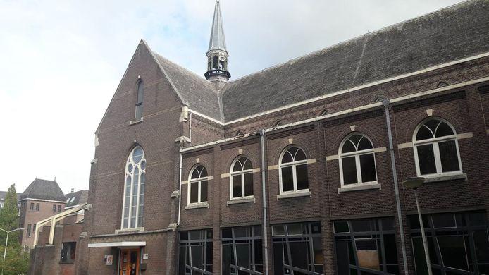 Kapel Sint Anna met op de begane grond de bibliotheek en straks ook het Toeristisch Informatie Punt. Op de eerste verdieping wordt de voormalige gebedsruimte geschikt gemaakt voor de KBO Oudenbosch.