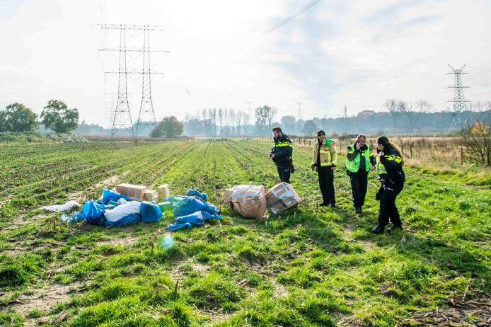 Afval van een hennepkwekerij gedumpt bij Nuenen.
