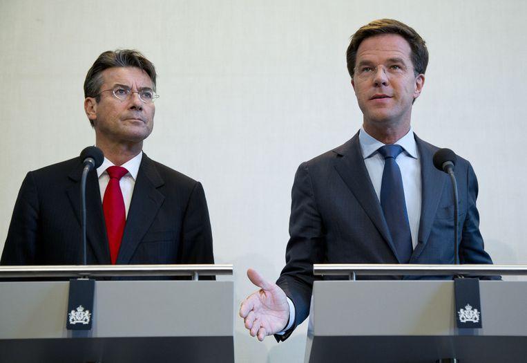 CDA-leider Verhagen en premier Mark Rutte op 21 april 2012, in een toelichting op de stukgelopen Catshuisgesprekken. Beeld anp
