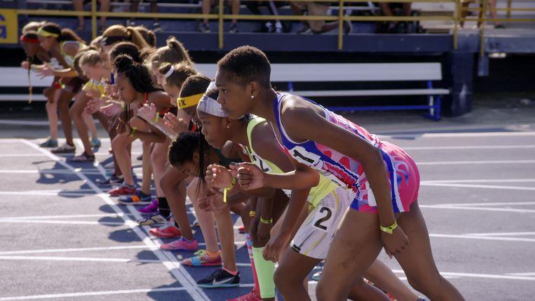 Rainn Sheppard bij een wedstrijd in Sisters on Track. Beeld