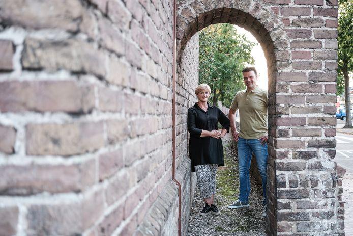 Oud-voorzitter Marianne Woudenberg en nieuw bestuurslid Luc Uffing van de Dorpsraad Groessen.