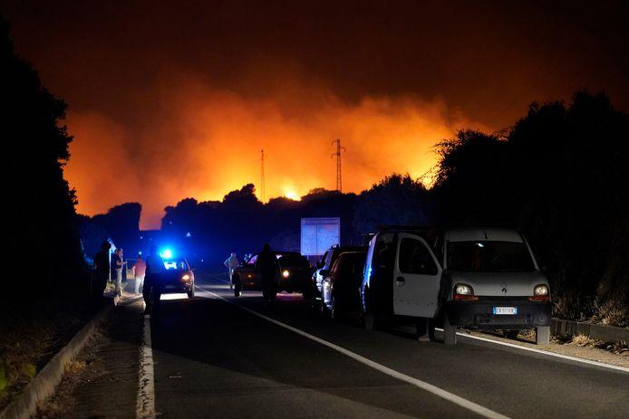 Gli incendi boschivi hanno raggiunto la città di Cuglieri e non sono ancora sotto controllo.