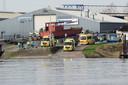 De boot met vijf roeiers sloeg om in de Nederrijn, ter hoogte van het Looveer in Huissen.