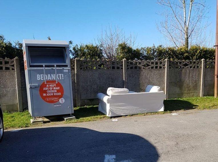 De zetel werd achtergelaten op Vlierzeledorp.