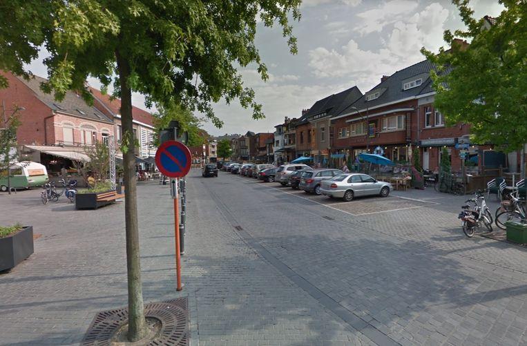 Tijdens de voorbije zomers waren auto's nog wel toegelaten in de Corbiestraat. Door ze komende zomervakantie te weren, kunnen de terrassen uitbreiden.