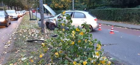 Verkeer muurvast door eenzijdig ongeluk op Singel in Enschede