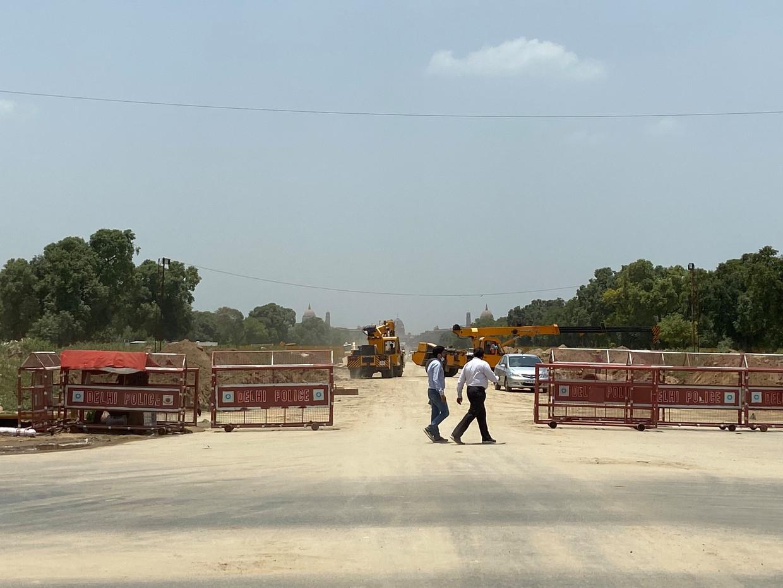 New Delhi op de schop. Uitzicht op Raisina Hill en Rastripati Bhavan vanaf India Gate.