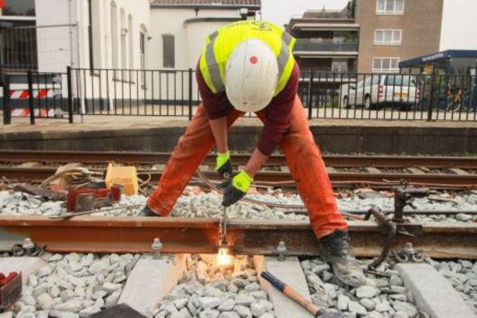 Werken aan het spoor bij Cuijk.
