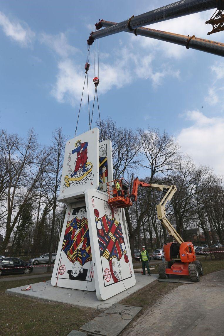 De opbouw van het kunstwerk Het Verval in maart 2016.