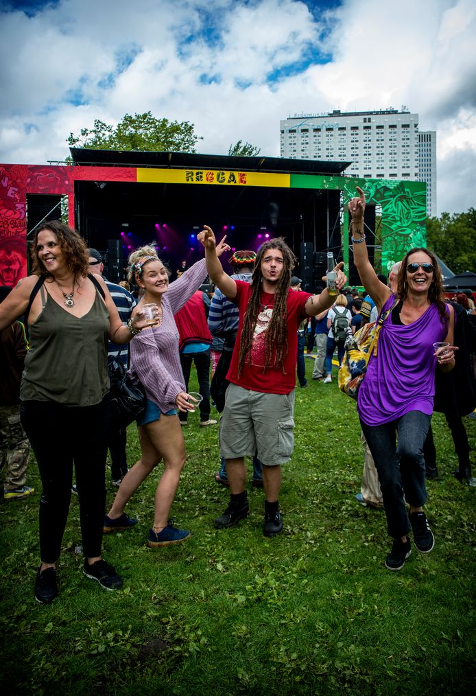 Het festival Reggae Rotterdam , dat gisteren plaatsvond, krijgt flinke kritiek van bezoekers via sociale media.