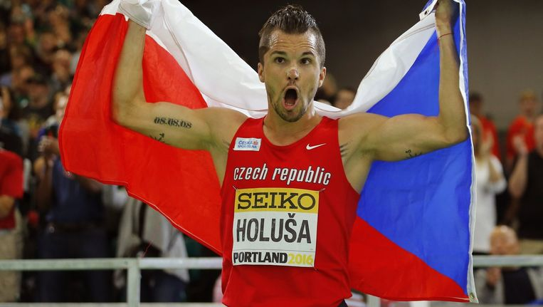 De Tsjechische atleet Jakub Holusa in maart 2016, met de 'oude naam' van zijn land nog op het shirt. Beeld reuters