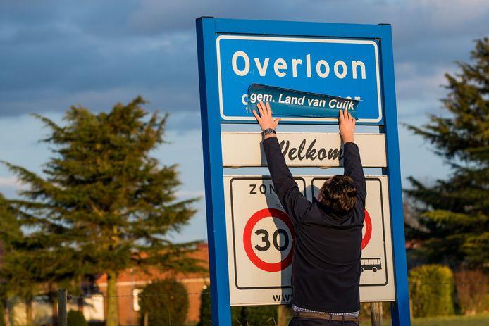 Plaatsnaamborden in het Land van Cuijk werden vorig jaar voorzien van een sticker met de tekst Gem. Land van Cuijk. De stickeractie was van The Youg Talent Group.
