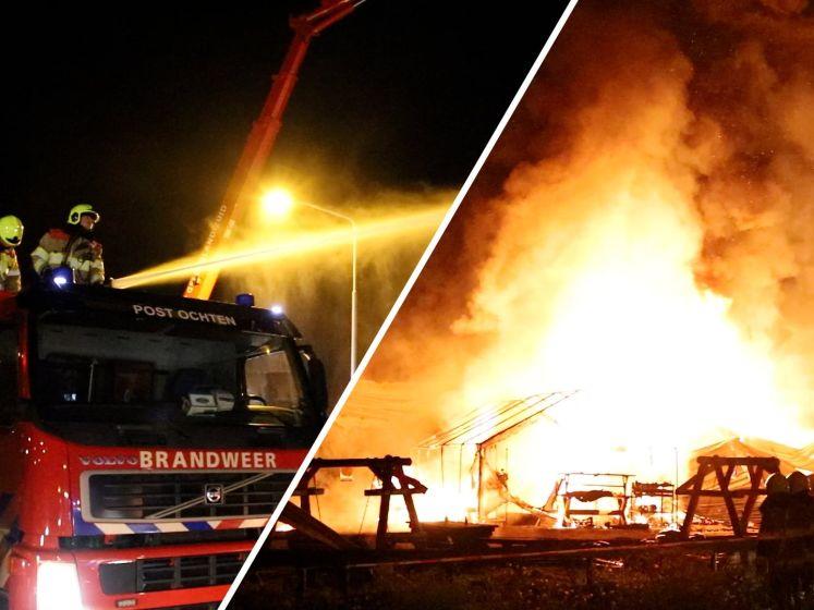 Schuur brandt af bij fruitbelevingspark in Wadenoijen