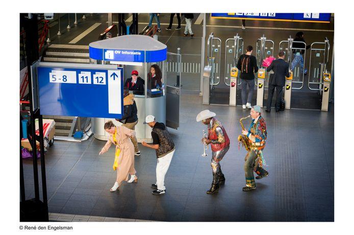 Theatergezelschap Wat We Doen speelde de voorstelling Mollen eerder op station Amsterdam Sloterdijk.