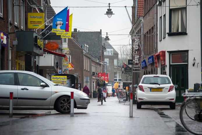 Auto's in het centrum van Huissen.
