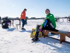 Lemelerveld bindt de schaatsen onder, maar secretaris Jan is streng: 'Mensen zeggen lid te zijn'