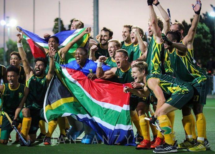 Tim Drummond (rechts beneden) met het hockeyteam van Zuid-Afrika.