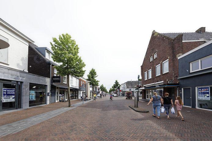 Alleen al in het kleine stukje van de Stationsstraat tussen het Unnaplein en de Julianastraat in het centrum van Waalwijk staan vijf panden leeg.