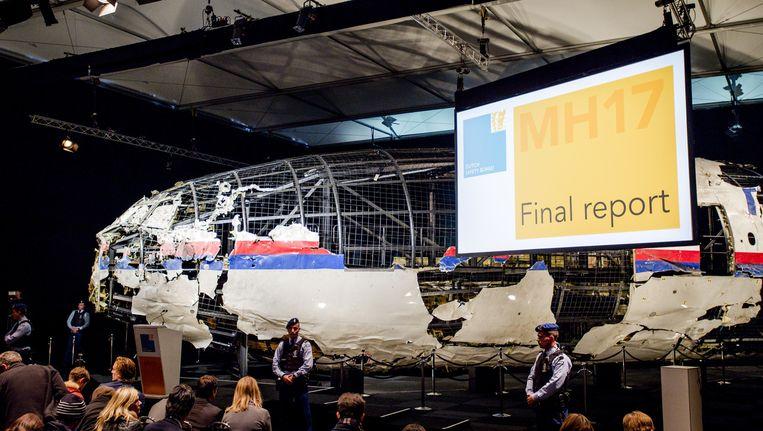 Een reconstructie met wrakstukken van het toestel, getoond tijdens de presentatie van het MH17-eindrapport van de Onderzoeksraad voor Veiligheid (OVV), op 3 oktober 2015. Beeld anp