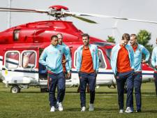 Oranje vliegt per helikopter naar fans
