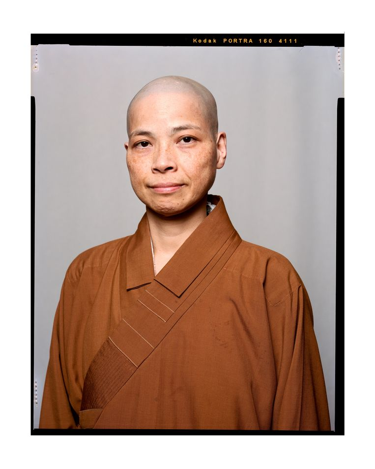 Miao Yi Shih,  gebedsleider en hoofd van de He Hug Tempel Beeld Eva Roefs