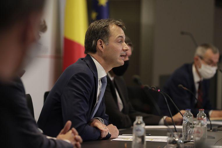 Premier Alexander De Croo kondigde vrijdag nieuwe coronamaatregelen aan.   Beeld BELGA