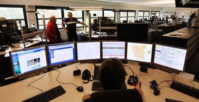 De meldkamer voor de regio Zuid-Holland-Zuid verhuist volgend jaar van Dordrecht naar Rotterdam.