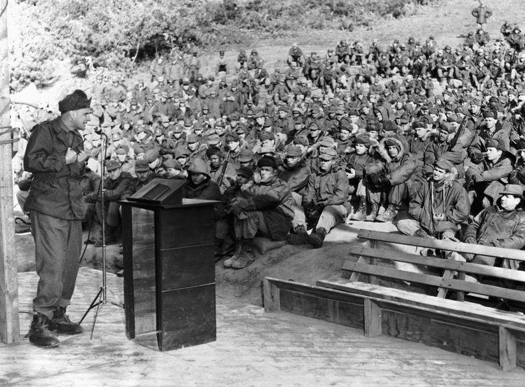 Billy Graham evangeliseert voor Amerikaanse soldaten in Korea, 1952. Beeld Bettmann Archive