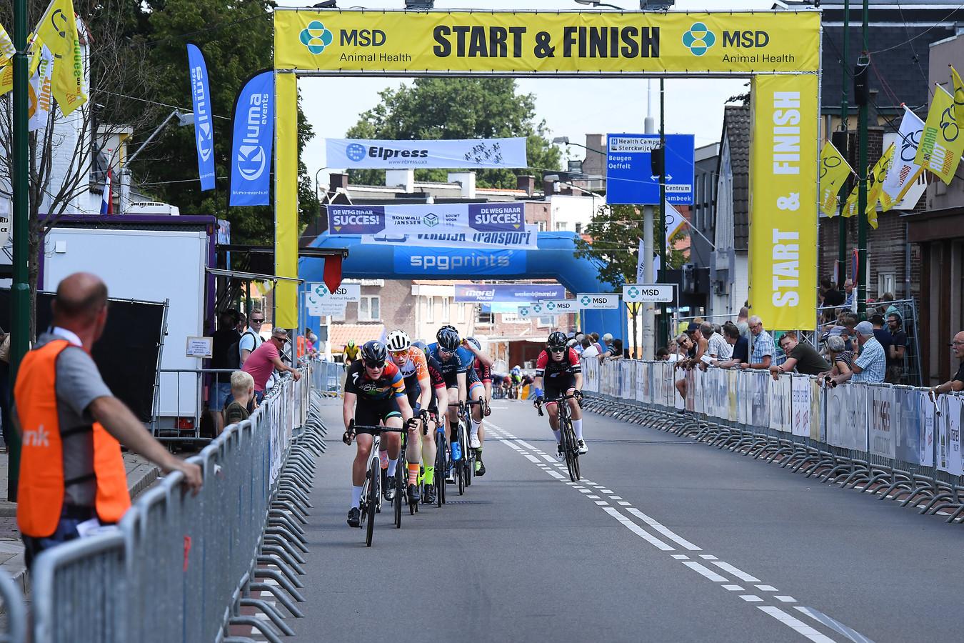 De finishlijn van Daags na de Tour: al jaren op dezelfde plek in de Spoorstraat. Dit is de laatste verreden editie, in 2019. Vorig jaar ging het criterium vanwege corona niet door.