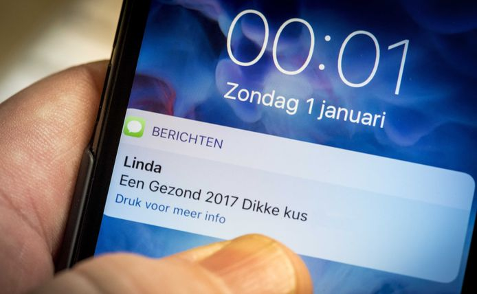 De nieuwjaarswens per sms sterft uit. Enkele jaren terug waren sms'jes véél populairder...