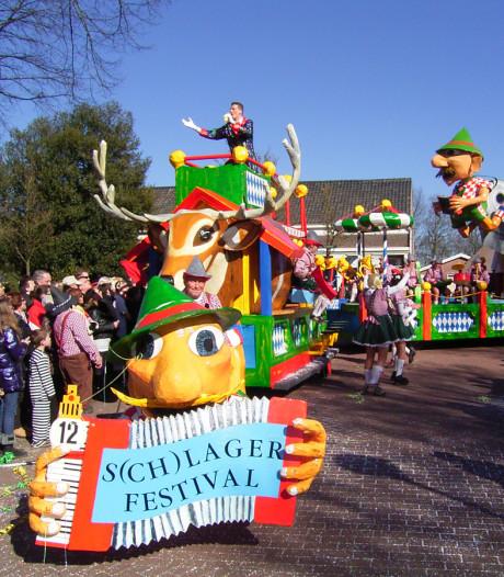 Extra optocht na carnaval in Someren-Eind