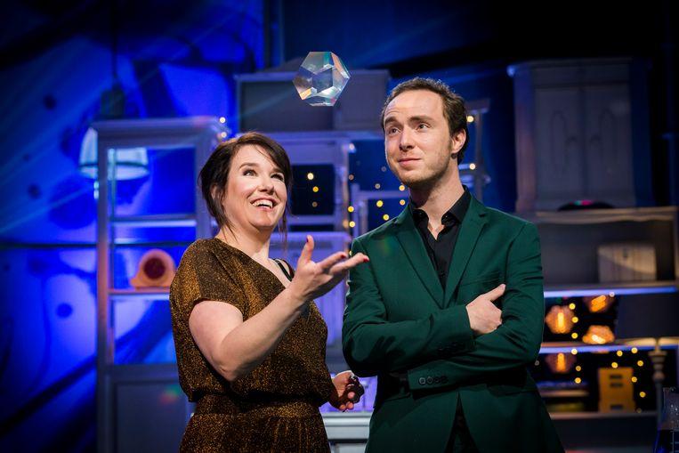 Ionica Smeets en Pieter Hulst presenteren de Nationale Wetenschapsquiz 2018  Beeld Robert Lagendijk