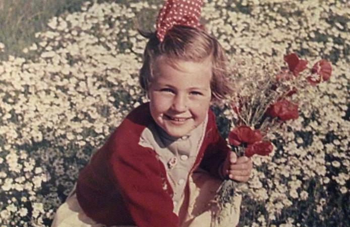 Ina groeide, zoals ze zelf zegt, op in een bloemenwei. In een liefdevol gezin op een veilige plek. Ze koester de herinneringen aan haar jeugd