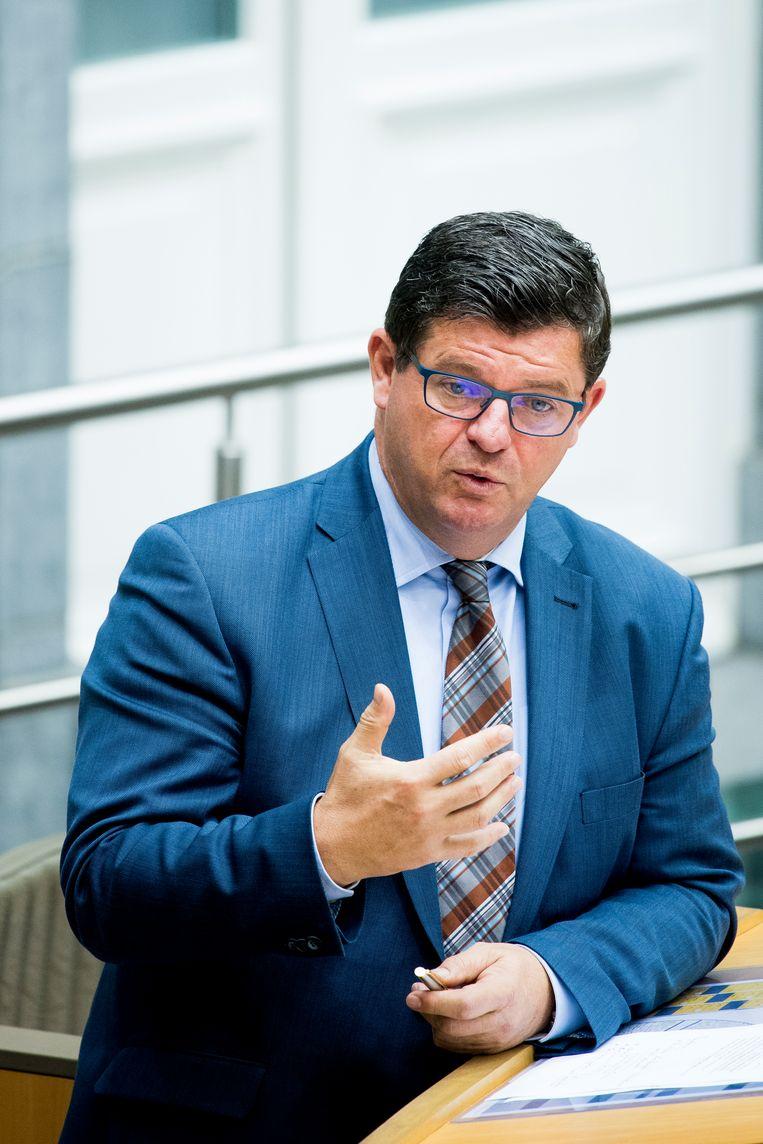 Minister Bart Tommelein kondigde al aan dat hij de belasting van 65 procent op de erfenis van een vriend of verre neef wil verlagen naar 50 procent. Beeld BELGA