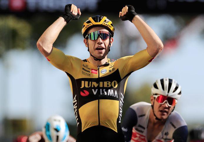Wout van Aert wint in de zevende rit van de Tour in Lavaur.