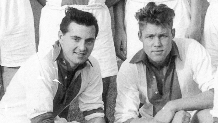 Rolf Leeser (l) in 1954 naast zijn boezemvriend Rinus Michels Beeld Het Parool