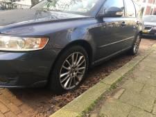 Volvo-bezitters in Spijkerkwartier dupe van onbekende die autobanden lek steekt